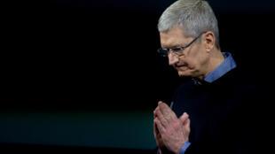 Tim Cook, PDG d'Apple, a dû annoncer pour la première fois en 13 ans une baisse trimestrielle du chiffre d'affaires.