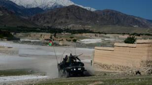 Les forces de sécurité afghanes participent à une opération contre l'EI dans la province de Nangarhâr.