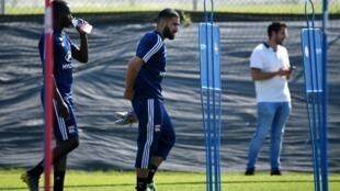 Le milieu de terrain de Lyon Nabil Fedir (c) lors d'une séance d'entraînement le 4 juillet 2019
