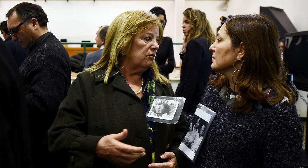 Archivo: Los familiares reaccionan a la primera sentencia del 1 de enero de 2017, durante el juicio a oficiales militares y civiles sudamericanos acusados de colaborar en las desapariciones forzadas y asesinatos de opositores.