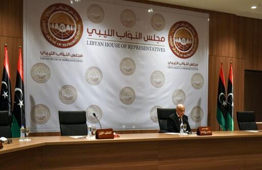 رئيس البرلمان في الشرق الليبي عقيلة صلاح خلال جلسة في بنغازي في 13 أبريل/نيسان 2019
