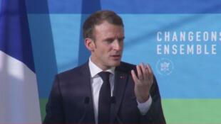 """Le président français Emmaneul Macron a défini le cap énergétique de la France pour les 10 prochaines années, tout en évoquant la fronde des """"Gilets jaunes""""."""