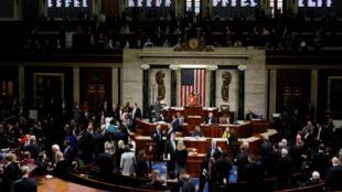 La Cámara de Representantes vota en una sesión para decidir sobre un proceso de 'impeachment' al presidente Donald Trump. Washington, EE. UU., el 31 de octubre de 2019.
