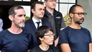 الرهينتان الفرنسيتان والرهينة الكورية الجنوبية بعد تحريرهم، القصر الرئاسي في واغادوغو