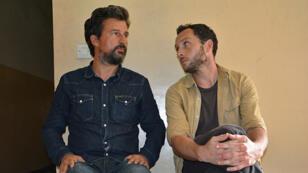 Le journaliste français Jean-Philippe Rémy et le photographe britannique Phil Moore, vendredi 29 janvier 2016, à Bujumbura, au Burundi.