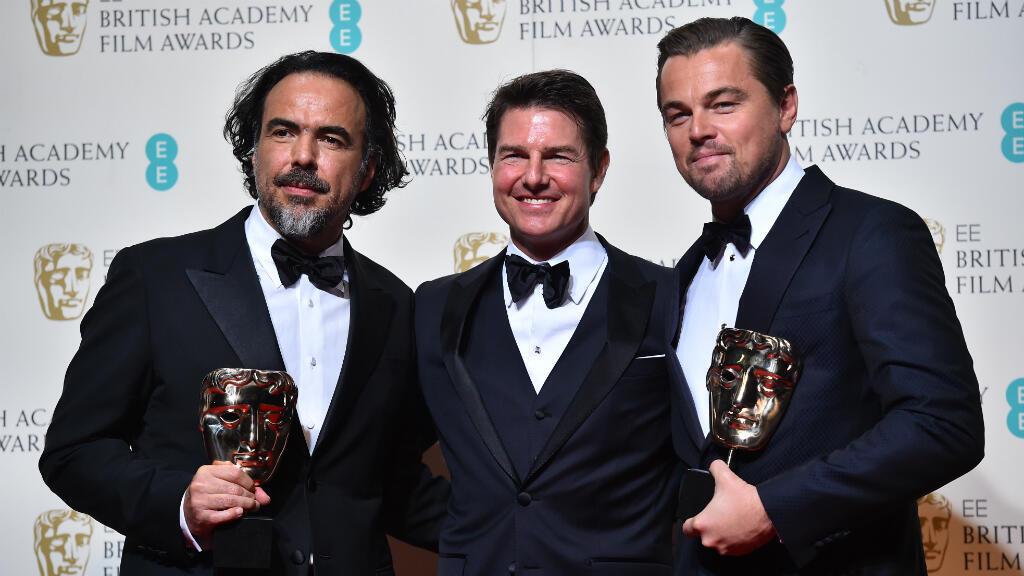 Leonardo DiCaprio et le réalisateur mexicain Alejandro Gonzalez Iñarritu, aux côtés du présentateur des Baftas, Tom Cruise, dimanche à Londres.