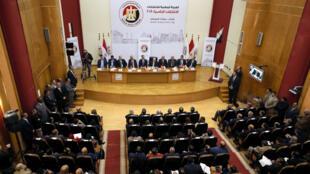 Vista general de la conferencia de prensa que anuncia el calendario electoral de las pr[oximas elecciones en Egipto.