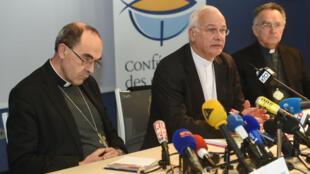 L'évêque de Pontoise Stanislas Lalanne (au centre) est en charge de la cellule de veille de l'Église contre la pédophilie.