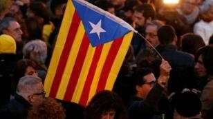 مؤيدون للاستقلال يتظاهرون في برشلونة 23 آذار/مارس 2018.