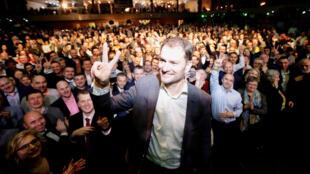 Igor Matovic, leader du parti anti-corruption slovaque, savoure sa victoire auprès de ses partisans à Trnava, le 1er mars 2020.
