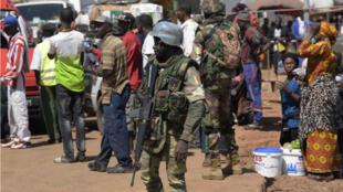 Les troupes de la Cédéao ont commencé à sécuriser la Gambie.