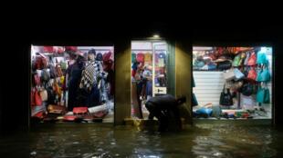 Un magasin vénitien inondé, le 13novembre2019.