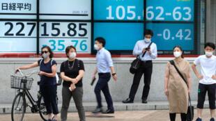 El desempleo parcial, que había afectado a 6 millones de japoneses durante el pico del estado de emergencia por la pandemia, en abril, cayó a 2,36 millones de personas en junio (cerca del 4% de la población activa)