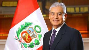 César Villanueva, congresista peruano y quién hasta poco ostentaba el cargo de Jefe de Gabiente, cuando juramentó su cargo ante el presidente Vizcarra en abril de 2018.