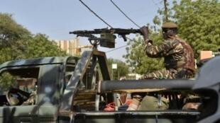 دورية للجيش النيجري في نيامي في 20 آذار/مارس 2016