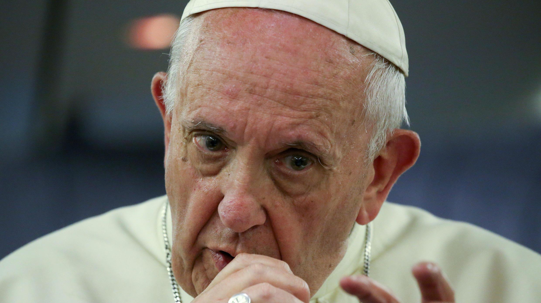 El papa habla durante su viaje de regreso al Vaticano tras su visita a Chile y Perú, el 22 de enero de 2018.