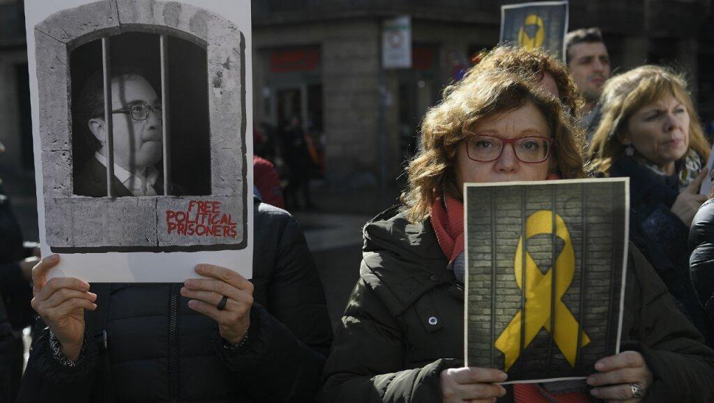 Activistas por la independencia se manifestaron en Cataluña el sábado 1 de febrero exigiendo la liberación de los 12 prisioneros separatistas.