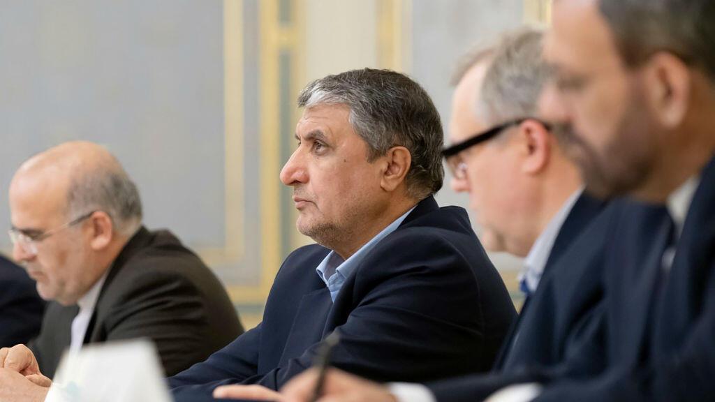 El ministro de Carreteras y Desarrollo Urbano de Irán, Mohammad Eslami durante las conversaciones en Kiev con el presidente de Ucrania, Volodímir Zelenski.