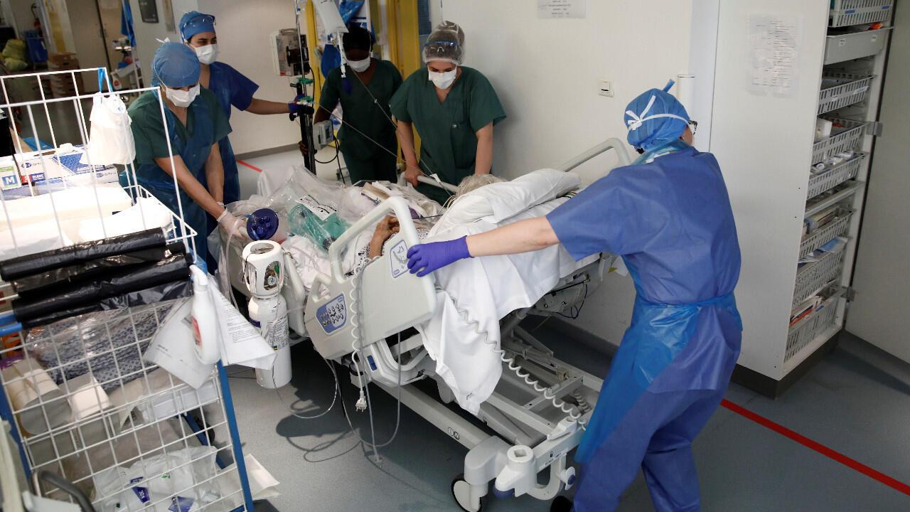 L'épidémie de coronavirus a fait 8 911 morts depuis début mars en France, soit 833 décès de plus au cours des dernières 24 heures, a indiqué lundi 6 avril le ministre de la Santé Olivier Véran.