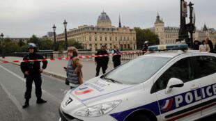 La Policía francesa se despliega cerca de la Prefectura de París, después del ataque que dejó cuatro víctimas mortales. París, Francia, el 3 de octubre de 2019.