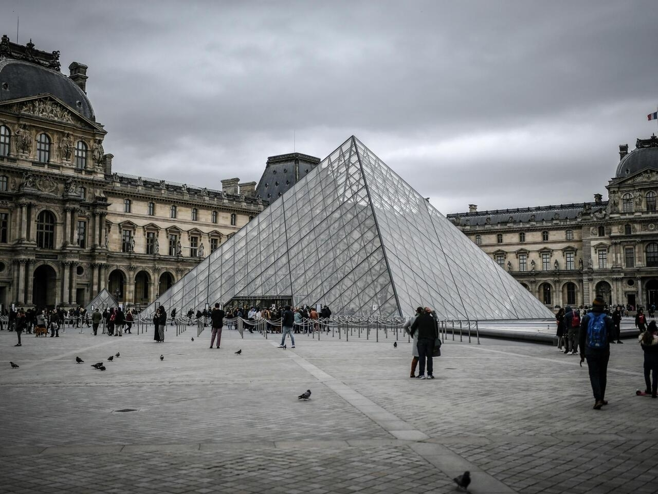 Louvre stays shut as staff and management discuss coronavirus risks