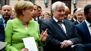 La chancellière allemande Angela Merkel et le ministre de l'Intérieur allemand Horst Seehofer, le 20 juillet à Berlin.