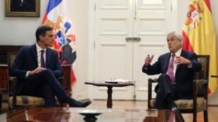 Pedro Sánchez (izquierda) se comprometió a fortalecer las relaciones bilaterales entre Chile y España y a respaldar una iniciativa de diálogo para Venezuela.
