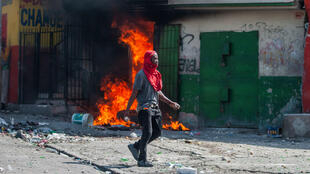 Manifestantes protestan contra el gobierno de Jovenel Moïse, en Puerto Príncipe, Haití, el 11 de octubre de 2019.