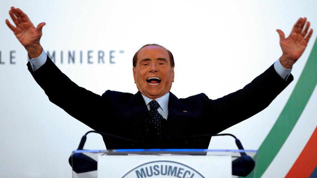 El exprimer ministro Sivlio Berlusconi participó en un mitin durante la campaña electoral, en Catania, el 2 de noviembre de 2017.