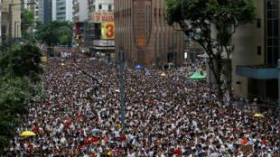 Decenas de miles de ciudadanos protestaron en Hong Kong contra el proyecto de ley de extradición que empezará debates en el Consejo Legislativo este miércoles, 12 de junio. 9 de junio de 2019.