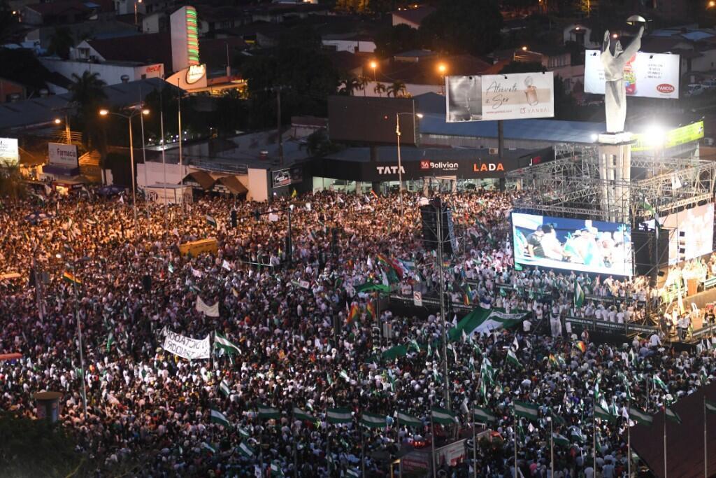La concentración de manifestantes que participaron en la protesta que se cumplió en Santa Cruz el 4 de octubre de 2019 en reclamo de acciones del presidente boliviano, Evo Morales, ante el registro de los incendios de las últimas semanas.