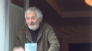 الروائي جان-بول دوبوا