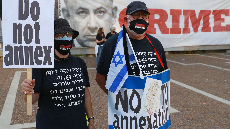 Des milliers de manifestants ont protesté contre l'occupation de la Cisjordanie et leprojet du gouvernement d'annexer certaines parties de ce territoire, le 6 juin 2020 à Tel Aviv.
