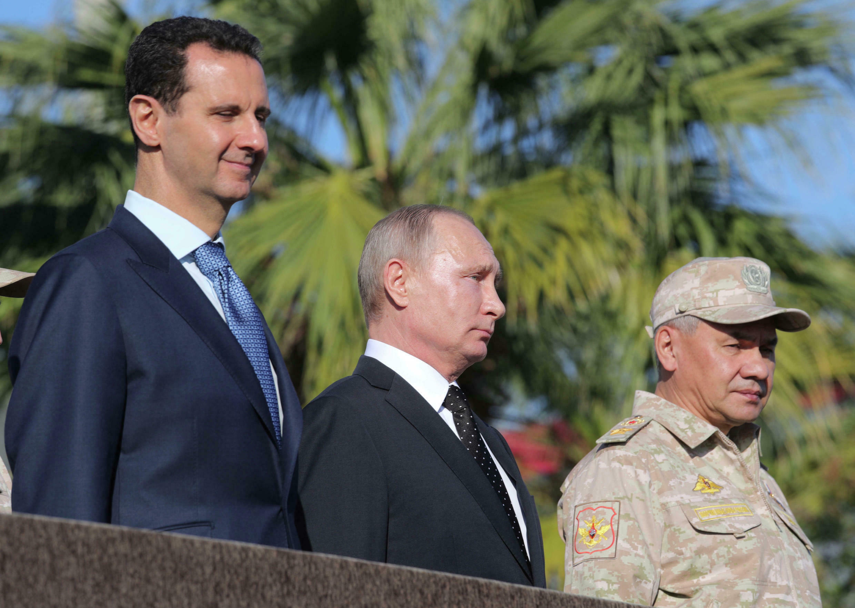 El presidente sirio Bashar al-Assad fotografiado en diciembre de 2017 con el presidente ruso Vladimir Putin, que brinda apoyo militar al Gobierno sirio.