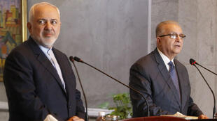 Le ministre iranien des Affaires étrangères, Mohammad Javad Zarif (à g.), s'exprimait à l'issue de ses entretiens avec son homologue irakien, Mohammad Ali al-Hakim.
