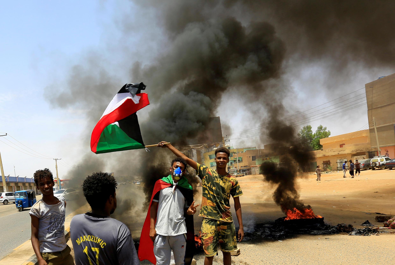 مظاهرات وقطع طرقات في السودان. 30 يونيو/حزيران 2020.